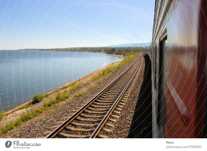 Trans Sibirische Eisenbahn am Baikalsee in Sibirien, Russland Natur Ferien & Urlaub & Reisen Sommer Baum Meer Landschaft Wolken Berge u. Gebirge Küste Stein See