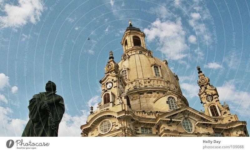 Luther und die Frauen... Dresden Martin Luther Statue Denkmal schwarz Wolken Froschperspektive Bauwerk Gotteshäuser Himmel Frauenkirche Religion & Glaube blau