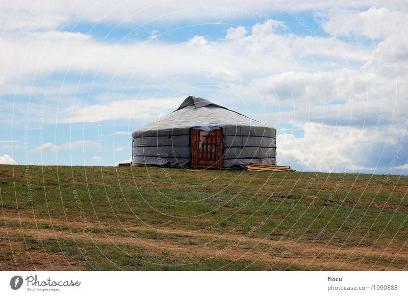 Natur Ferien & Urlaub & Reisen Sommer Landschaft Haus Berge u. Gebirge Architektur Wiese Gras Lifestyle Design Tür Tourismus einzigartig Kultur Schutz