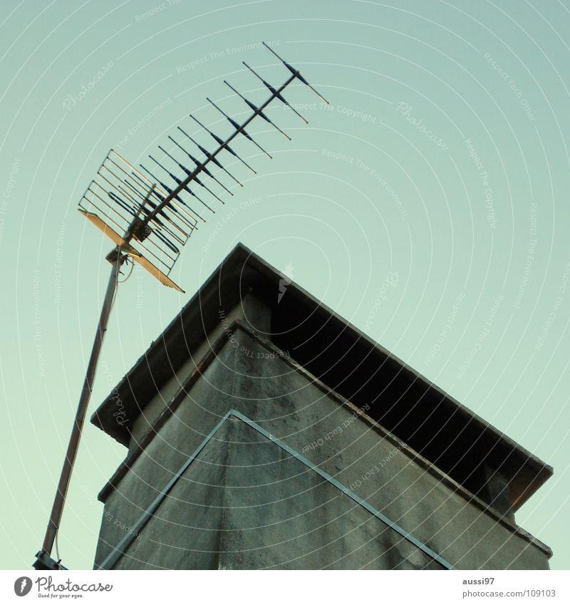 Vive Antenne Hochhaus senden Sendeleistung Strahlung Etage Dach Penthouse Smog Detailaufnahme Frequenz Rundfunksendung Elektromagnetismus Krebstier