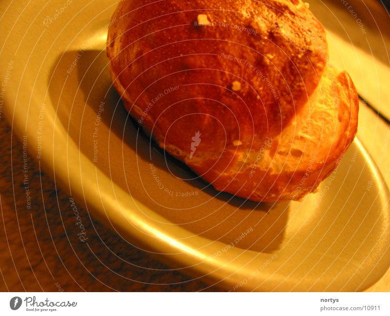 Frühstück ist fertig Ernährung Brötchen Laugenbrötchen