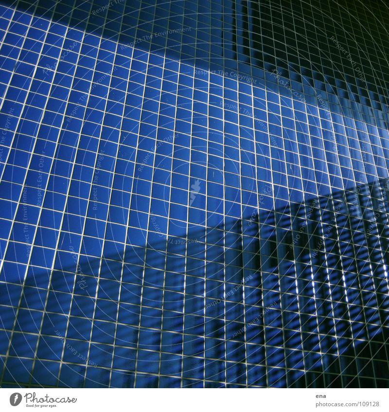 loki vier blau Wand oben Linie glänzend modern Netz Klarheit rein Balkon Fliesen u. Kacheln Quadrat Geländer Grenze Idee