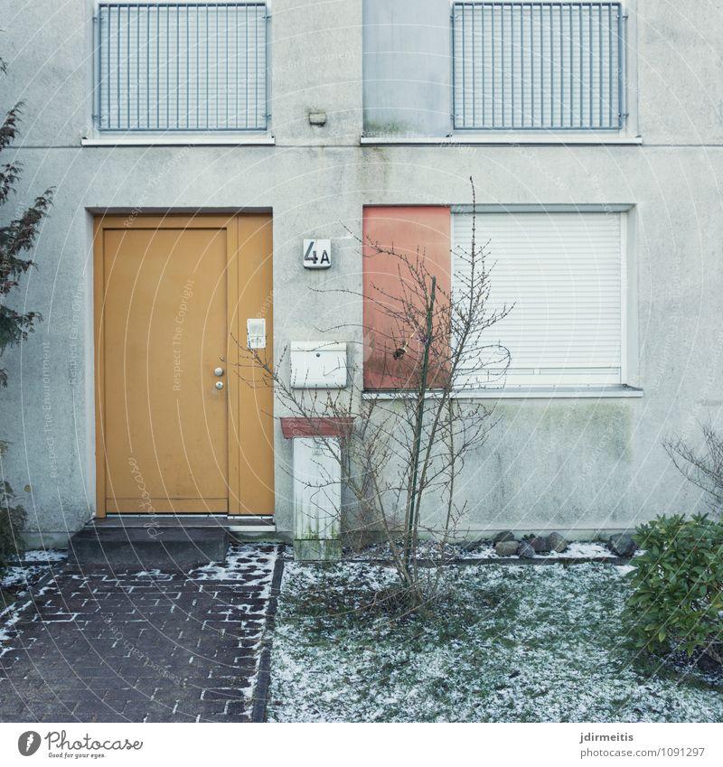 4a Dorf Kleinstadt Stadt Haus Einfamilienhaus Bauwerk Gebäude Architektur Reihenhaus Fenster Fensterladen Rollladen Tür eingengstür Eingang Eingangstür