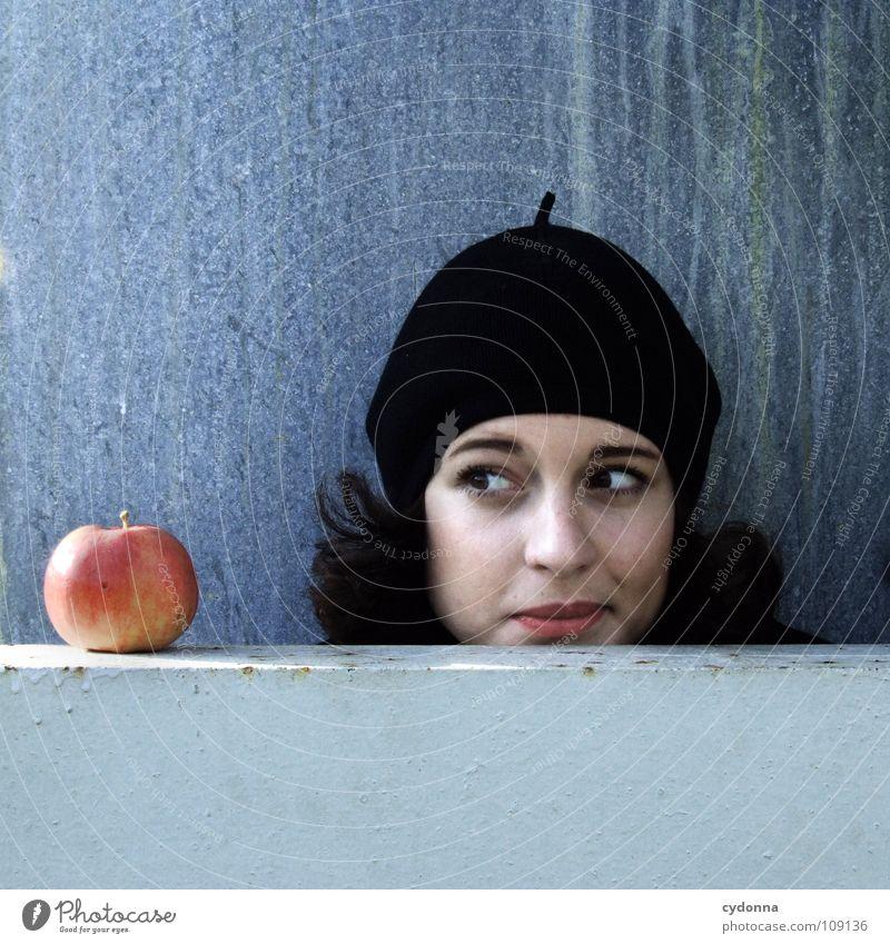 All about Eve X Herbst Jahreszeiten Frau Industriegelände schön Porträt entdecken Ernährung Symbole & Metaphern Versuch geheimnisvoll Baskenmütze Mütze schwarz