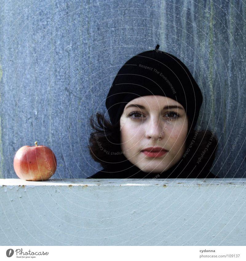 All about Eve XI Frau Mensch Natur schön schwarz Herbst Ernährung Lebensmittel Stil Mode Wetter Mund Frucht sitzen natürlich planen