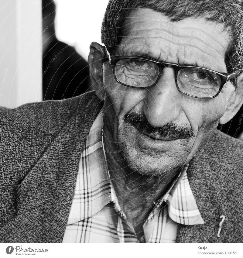 Mahmut Mann Zeit Türkei Istanbul Brille Oberlippenbart Anzug Fröhlichkeit Erwartung Hemd alt Nase entspant Falte Schwarzweißfoto kariert