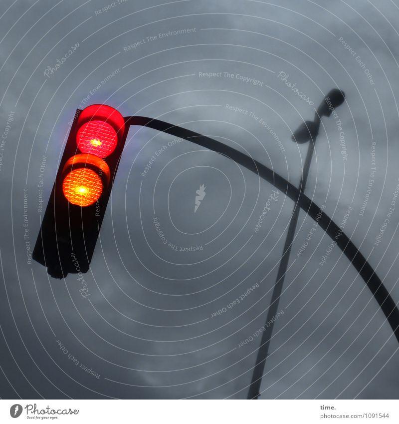 geometrisch | pole position Verkehr Verkehrszeichen Verkehrsschild Straßenbeleuchtung Ampel leuchten gruselig gelb rot Design Mobilität Dienstleistungsgewerbe