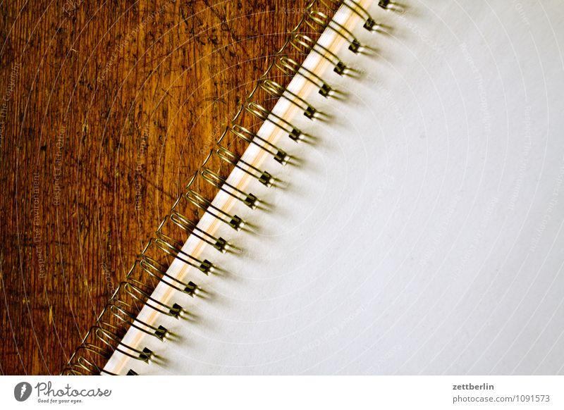 Textfreiraum Block Zettel schreiben Anordnung Papier Schreibpapier Schriftstück Information Mitteilung leer blanko Bodenbelag Flur Holzfußboden ringheftung