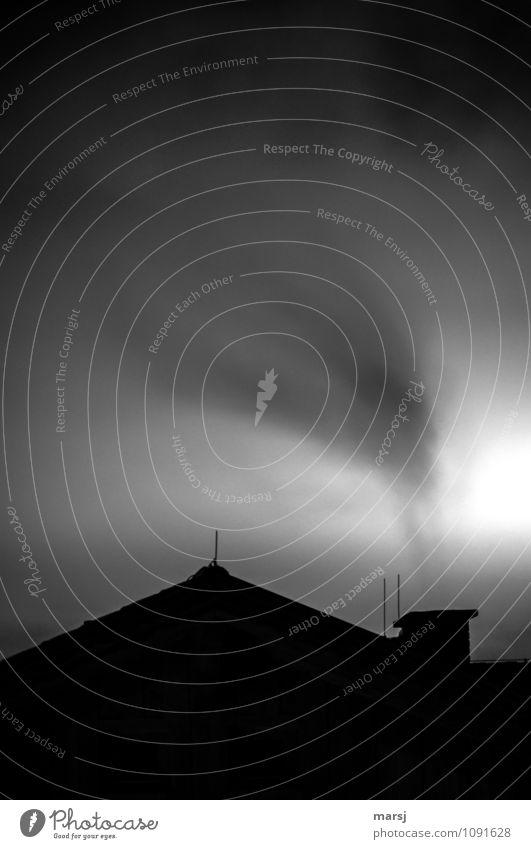 willma´s Papstwahl ging | knapp daneben Umwelt schlechtes Wetter Dach Schornstein Rauch Rauchzeichen bedrohlich gruselig trist Traurigkeit Sorge Trauer Unlust