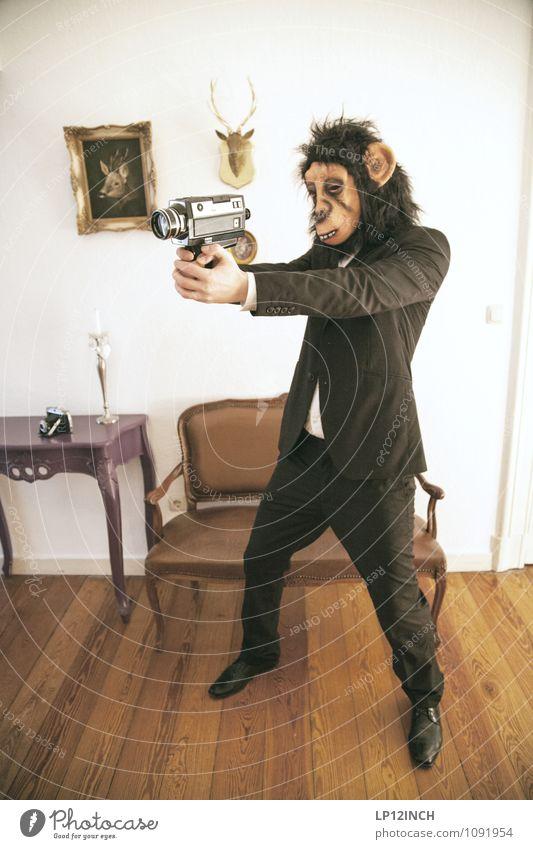 8mm ÄFFCHEN. VI Mensch Jugendliche Stadt Freude Junger Mann Tier Arbeit & Erwerbstätigkeit maskulin Angst verrückt retro Möbel Fotokamera gruselig Maske