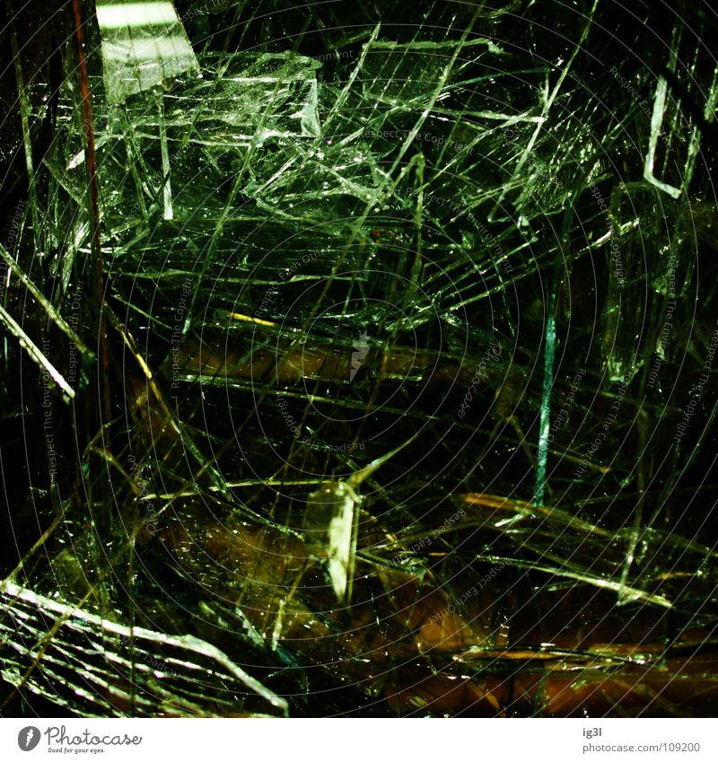 broken view weiß grün schwarz gelb dunkel Glück Beleuchtung Kraft glänzend gefährlich stehen Perspektive Macht Ecke bedrohlich Reinigen