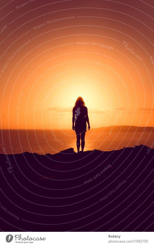 l'homme Mensch Frau Erwachsene 1 Sonne Sonnenaufgang Sonnenuntergang Sonnenlicht Küste Strand Meer Pazifik Rainbow Beach Australien + Ozeanien authentisch