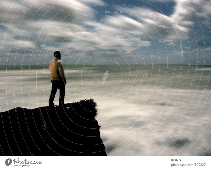entgegen Himmel Meer Wolken Einsamkeit dunkel Kraft Wind Felsen Kraft Macht Sturm Teile u. Stücke Dynamik gegen Klippe Mittelmeer