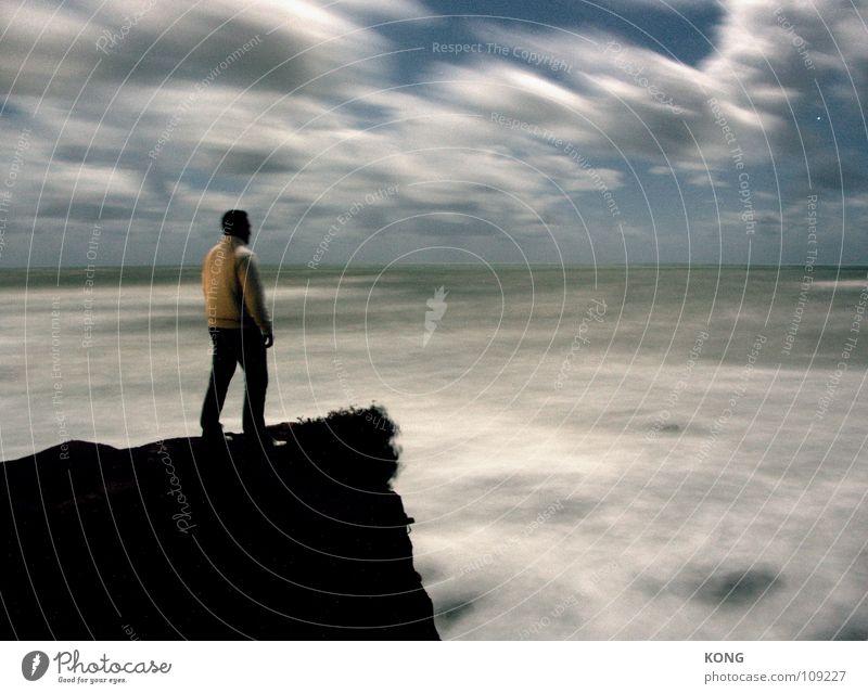 entgegen Langzeitbelichtung Meer Klippe Felsvorsprung Nacht Wolken Himmel dunkel Sturm Kraft standhaft immer Macht sea Mittelmeer cliff night clouds sky