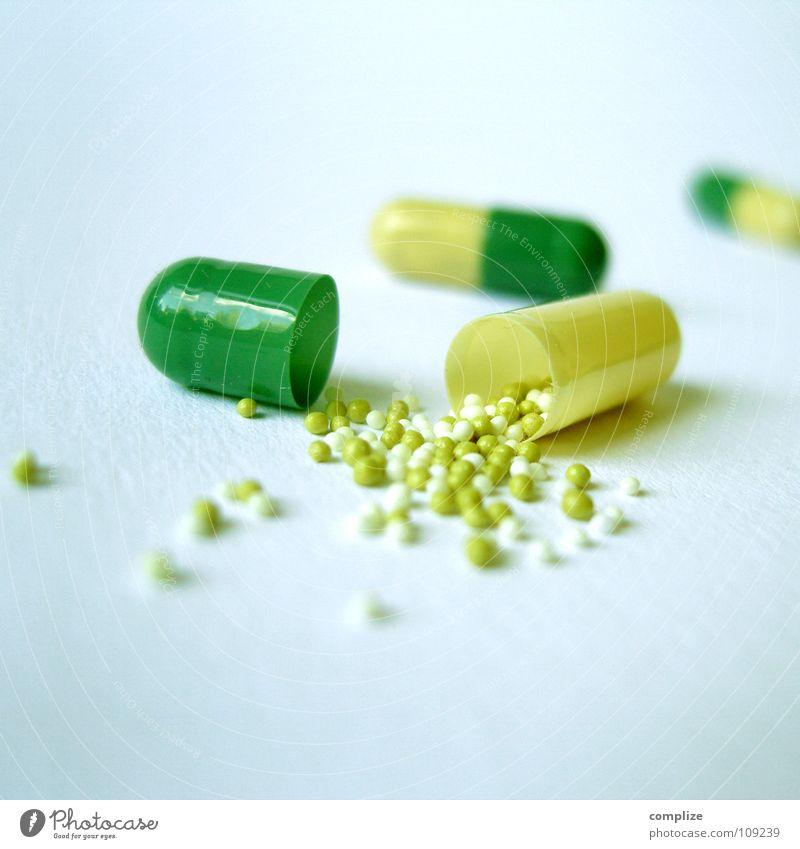Rein mit der Pille! Gesundheit Gesundheitswesen Wissenschaften Rauschmittel Medikament Vitamin Sucht Tablette Objektfotografie Abhängigkeit Pharmazie Vorsorge Kapsel Placebo Nebenwirkung drogenabhängig