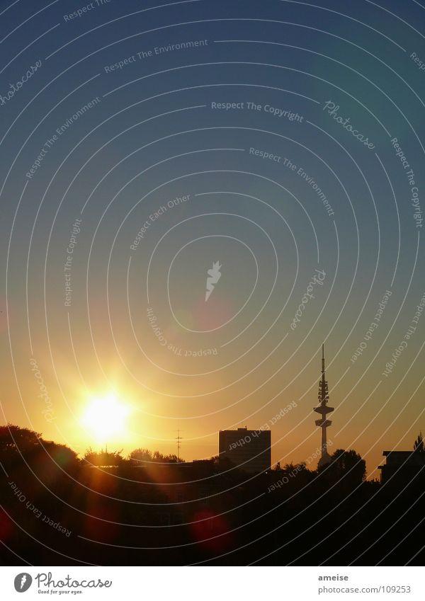 guten morgen hamburg Sonnenaufgang Morgen dunkel Außenaufnahme Hamburg Panorama (Aussicht) Vergänglichkeit Blauer Himmel schöner tag Wolkenloser Himmel
