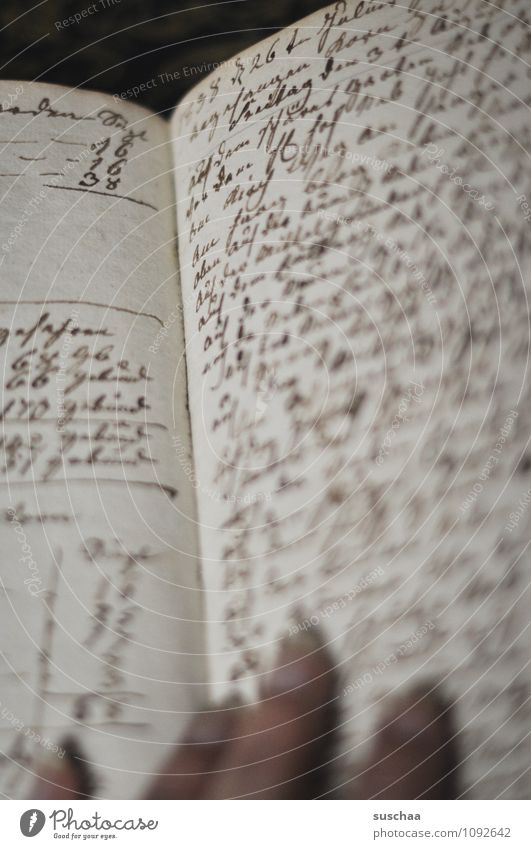 nicht lesbar Papier Schriftzeichen alt Vergangenheit Text Handschrift Buchseite Notizbuch Finger Gedeckte Farben Innenaufnahme Menschenleer Tag Unschärfe