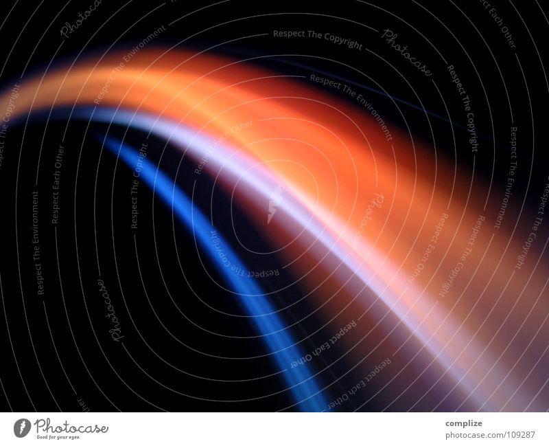 lightwaves 10 Streifen Licht zart parallel elektronisch Lichtschlauch Schlauch schwarz virtuell online violett grün Unschärfe Langzeitbelichtung Belichtung