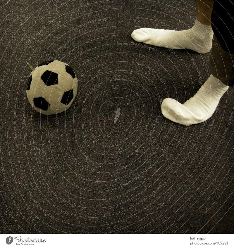 grottenkick weiß Freude Sport Spielen Deutschland Raum Fußball Bodenbelag Pause weich Bad Müdigkeit Strümpfe Sport-Training Sportveranstaltung England