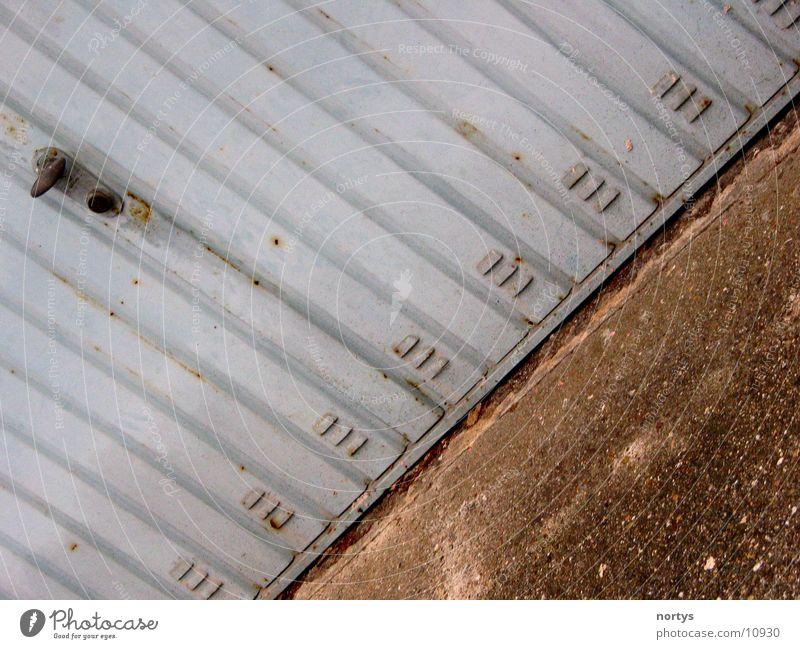 Das Garagentor Tor Garage Einfahrt Ausfahrt Garagentor