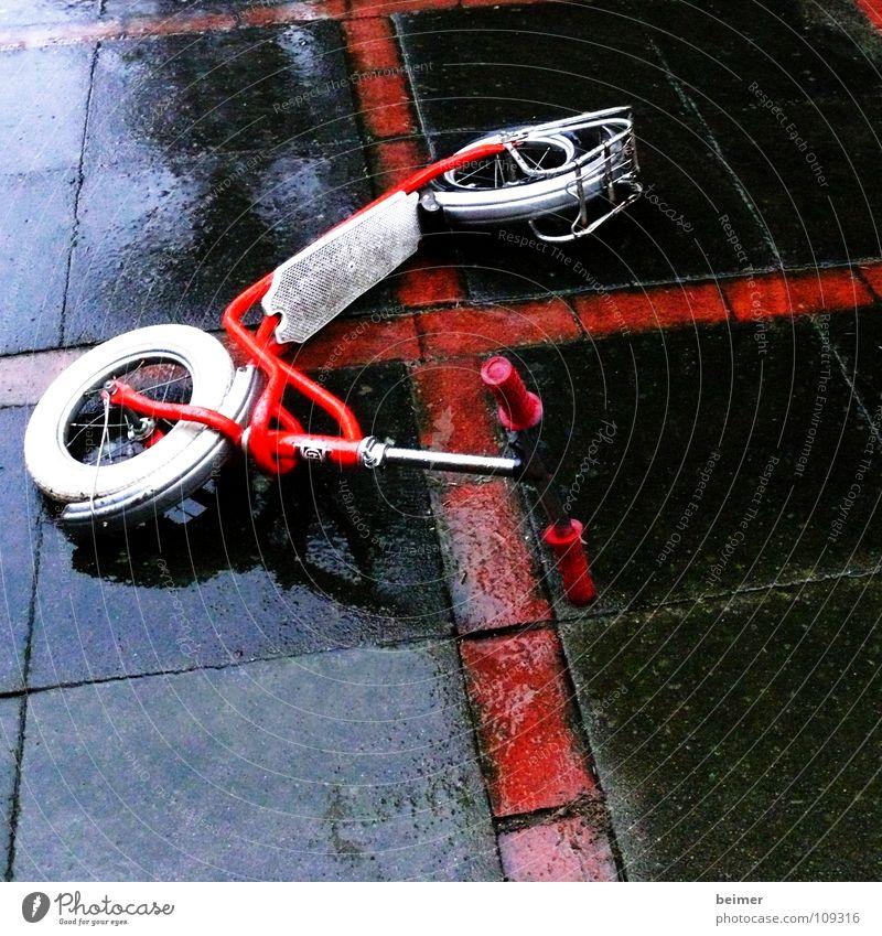 Roller rot Stein Regen nass Rücken Verkehr Freizeit & Hobby Rad mögen Tretroller Schutzblech