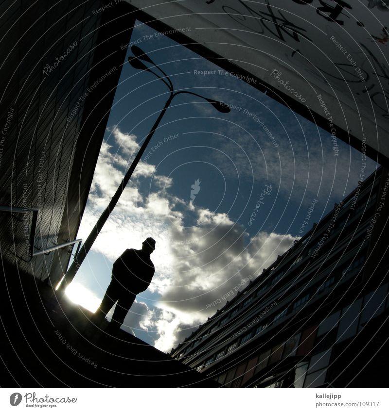 n Mensch Himmel Mann Stadt Sonne Wolken Haus Fenster Graffiti Berlin Architektur Gebäude Beine Lampe Arme warten