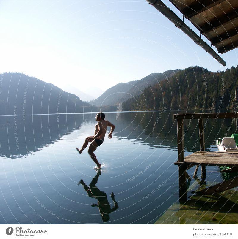 wasserlauf Wasser Sommer Freude springen See nass fallen Steg