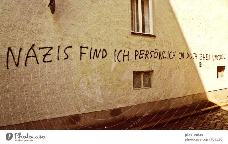 politisch korrekt links rechts Wand Vandalismus Politik & Staat Sinn Deutschland Handschrift Typographie Moral Graffiti Wandmalereien Buchstaben Schriftzeichen