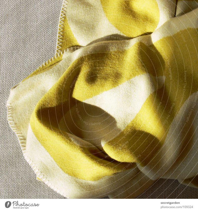 verdammt und zugenäht! grün Erholung ruhig Winter Wärme Herbst grau Häusliches Leben Stoff Falte Möbel Sofa Material Decke gemütlich gestreift