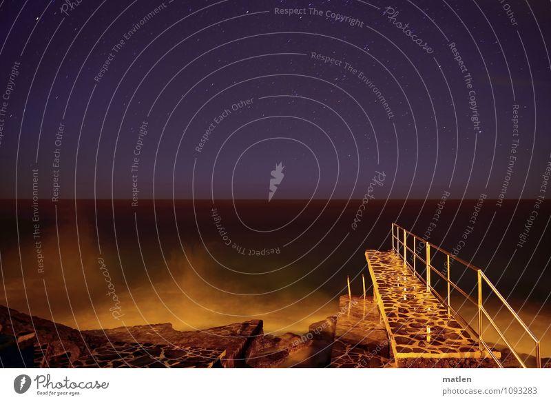 Nachtbaden Landschaft Wasser Himmel Wolkenloser Himmel Nachthimmel Horizont Frühling Wetter Schönes Wetter Wellen Küste Meer Menschenleer Mauer Wand Treppe blau