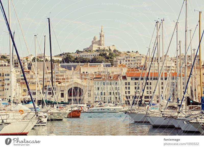 place to be Stadt Hauptstadt Hafenstadt Menschenleer Kirche Lebensfreude Marseille Provence Südfrankreich Frankreich Wahrzeichen Notre Dame de la Garde