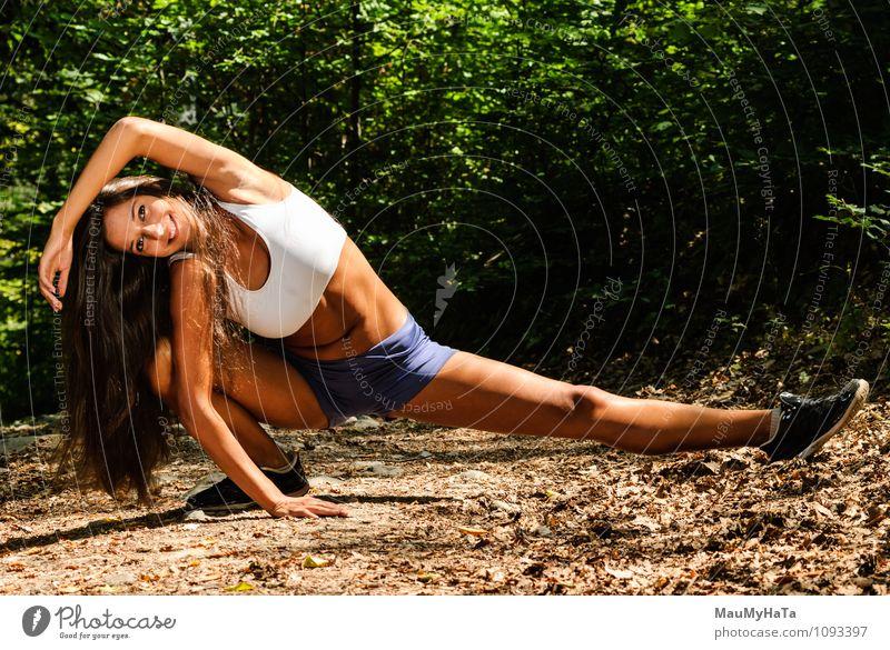 Mensch Frau Natur Jugendliche Pflanze Sommer Baum Junge Frau Blatt 18-30 Jahre Wald Erwachsene Bewegung Gras Sport Park