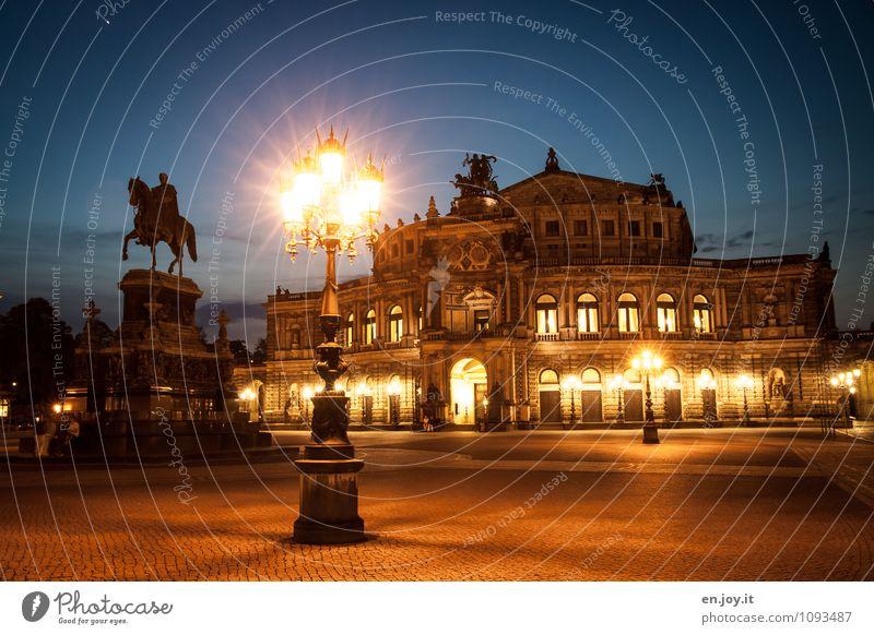 so ein Theater Ferien & Urlaub & Reisen Tourismus Ausflug Sightseeing Städtereise Beleuchtung Skulptur Opernhaus Nachthimmel Dresden Theaterplatz Stadt Platz