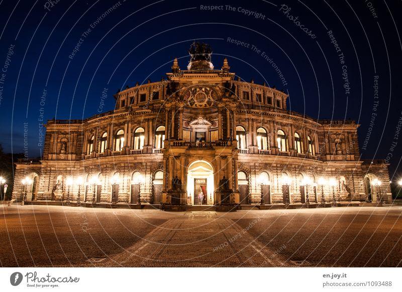 zu casual? Ferien & Urlaub & Reisen Tourismus Ausflug Sightseeing Städtereise Beleuchtungselement Theater Opernhaus Nachthimmel Dresden Theaterplatz Stadt Platz