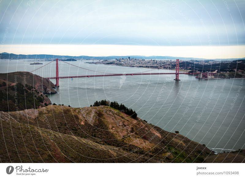 Wahrzeichen Tourismus Städtereise Wasser Himmel Berge u. Gebirge San Francisco Bay USA Stadt Brücke Sehenswürdigkeit Golden Gate Bridge Straße groß historisch