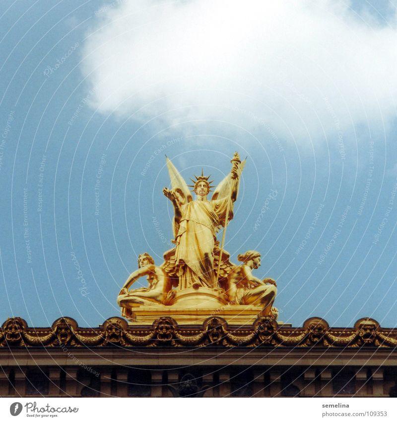 Pariser Opernengel Statue Dach Wolken Kunst Kostbarkeit erhaben unten Reichtum Podest Detailaufnahme Kunsthandwerk Kultur gold Engel Himmel abwärts