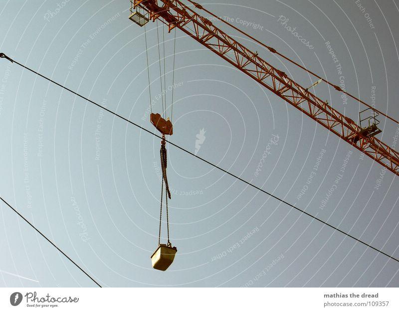 Kran 2 Gewicht Arbeit & Erwerbstätigkeit schwer belasten gelb Stahl Baustelle Gleise streben Industrie Handwerk lastenzug ziehen hoch abwärts schwenken verrückt