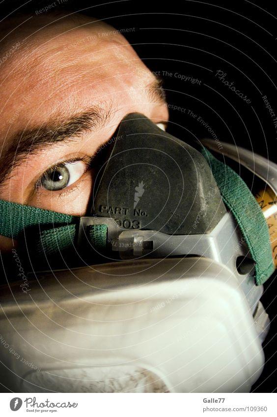 Atemschutz atmen frisch Luft dreckig rein gefährlich verseucht Porträt Mann Sauerstoff Atemschutzmaske Umwelt Fischauge Arbeit & Erwerbstätigkeit Maske
