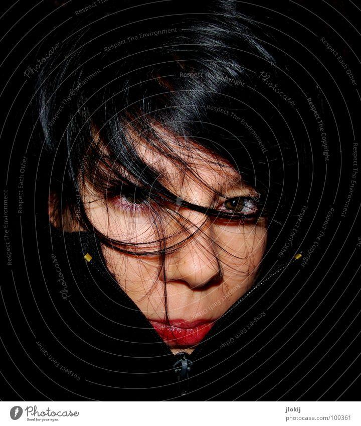 Sometimes it`s cold Frau Natur Winter Gesicht schwarz Auge Einsamkeit dunkel kalt Haare & Frisuren Mund Nase Lippen Augenbraue Reißverschluss Rollkragenpullover