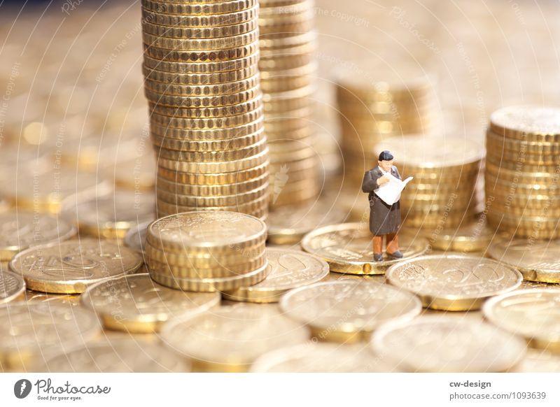 Sparsamkeit der Griechen Mensch Mann Erwachsene Leben träumen maskulin stehen 45-60 Jahre kaufen Macht Hoffnung lesen Geld Zukunftsangst Zeitung Reichtum