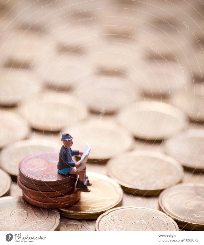 Auf dem Geld sitzen Mensch Jugendliche Mann Junger Mann Erholung Einsamkeit 18-30 Jahre Erwachsene Lifestyle Leben Senior Glück Schwimmen & Baden