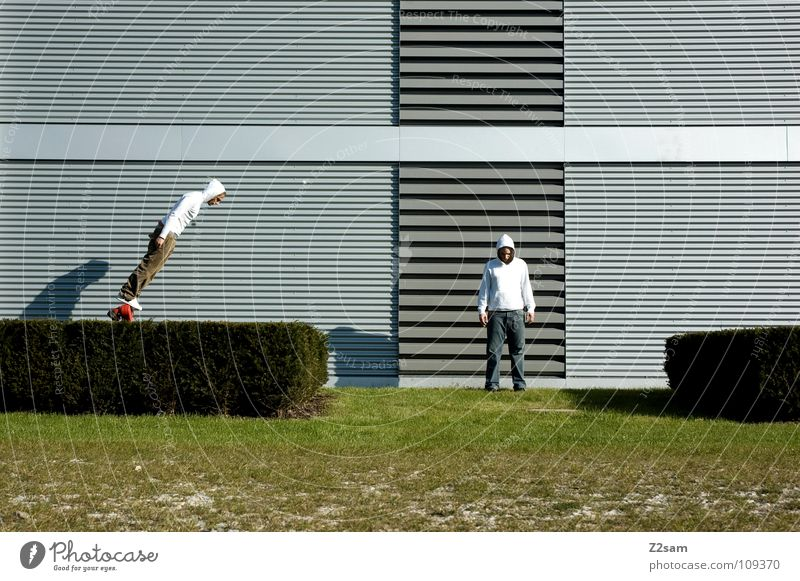 *Balanced* Mann Natur weiß grün rot Sommer Gras Garten Stil Linie 2 Feste & Feiern Zufriedenheit Beginn gefährlich