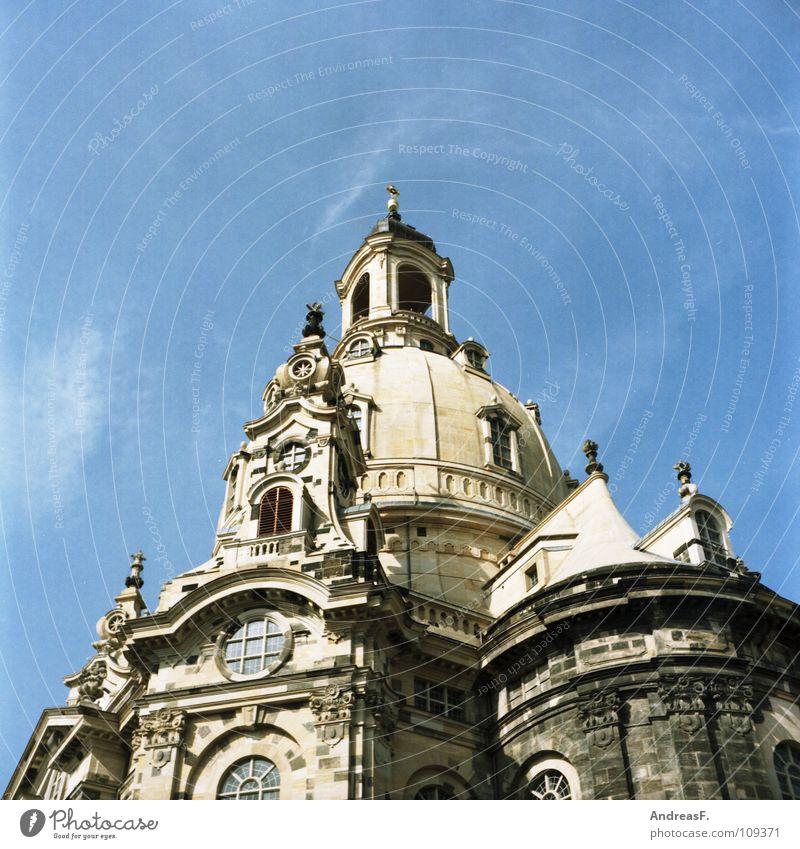 Frauenkirche Dresden Sachsen Kuppeldach Turm Tourismus Sightseeing Kunst Attraktion Sehenswürdigkeit sommerlich Erneuerung Zerstörung Krieg Denkmal Kultur