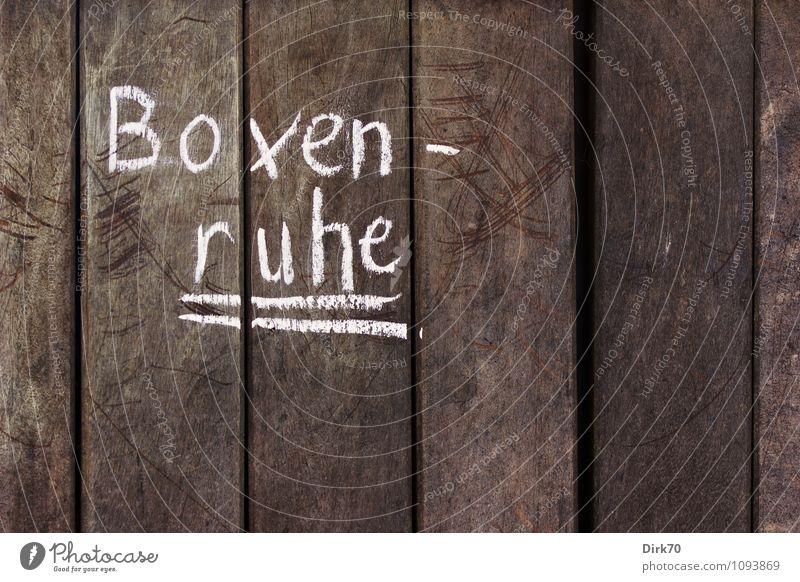 Ruhe in der Box weiß Erholung ruhig schwarz Wand Mauer grau Holz Gesundheit Linie braun Freizeit & Hobby Zufriedenheit Schriftzeichen Hinweisschild Zeichen