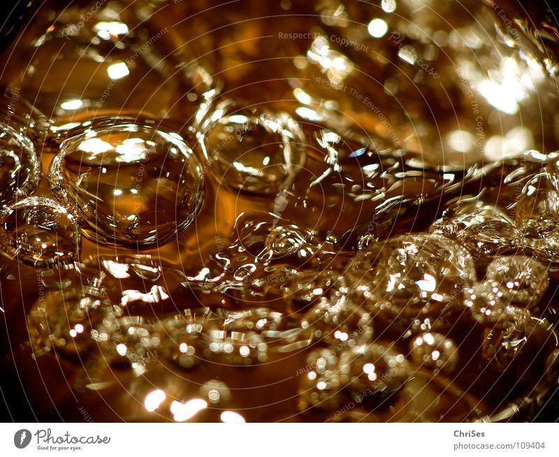 Golden Water 02 Quelle niedlich Seifenblase Luftblase kupfer fließen Bach nass feucht kalt Klarheit Nordwalde Makroaufnahme Nahaufnahme Fluss Wasser gold blasen