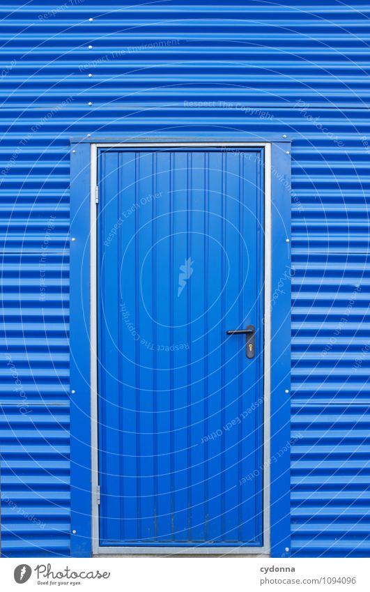 in Blau Wirtschaft Industrieanlage Architektur Fassade Tür Beginn Beratung Bildung Design Erwartung Farbe geheimnisvoll Hoffnung Problemlösung Neugier Rätsel