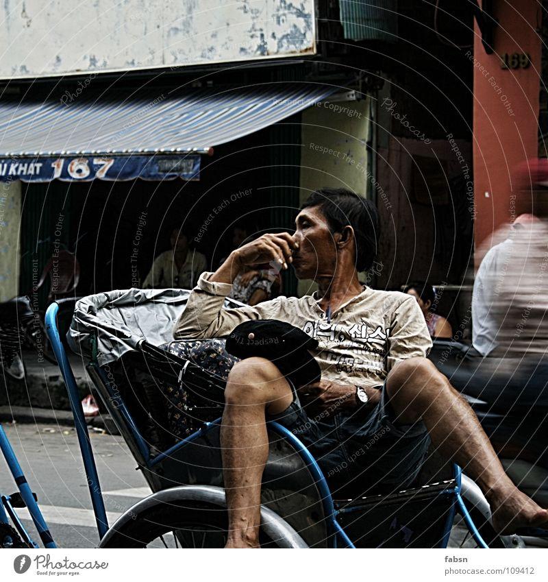 CYCLO Taxi Pause baumeln Erholung Verkehr Straßenverkehr chaotisch Anarchie ruhig Gelassenheit abgeklärt Ladengeschäft Verhandlung Dienstleistungsgewerbe Mann