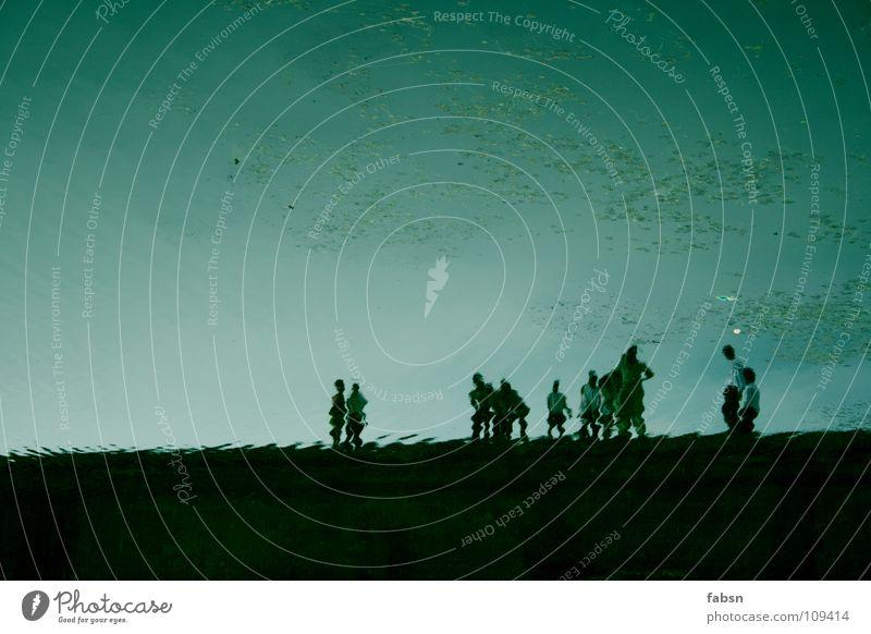 ATLANTIS II Reflexion & Spiegelung Unterwasseraufnahme untergehen Menschengruppe Außenseiter Mauer See Brücke Ausstellung Asien Wasser unterwasserstadt