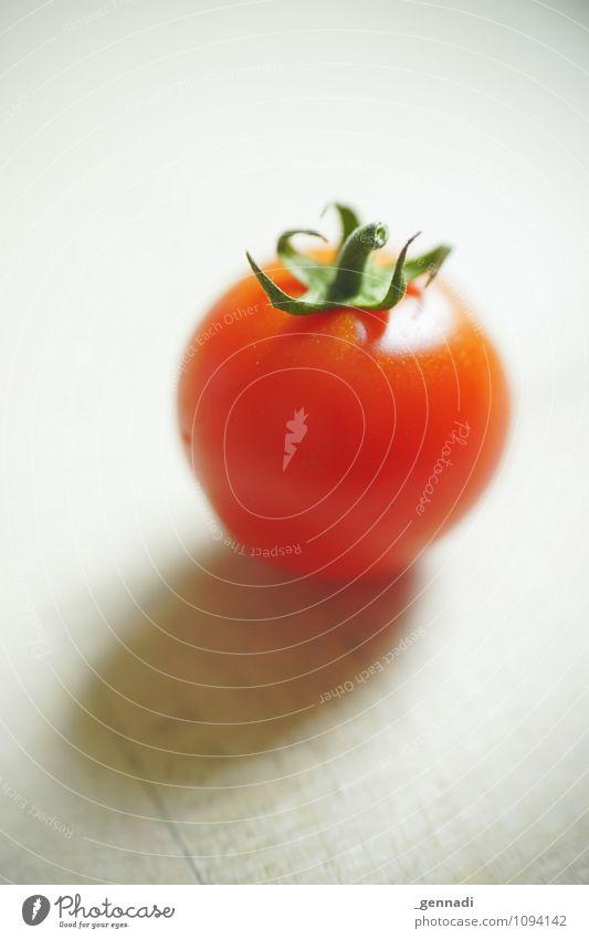 Tomato Lebensmittel Gemüse Tomate rund saftig grün rot Gesundheit Vegetarische Ernährung Bioprodukte Farbfoto Innenaufnahme Studioaufnahme Detailaufnahme