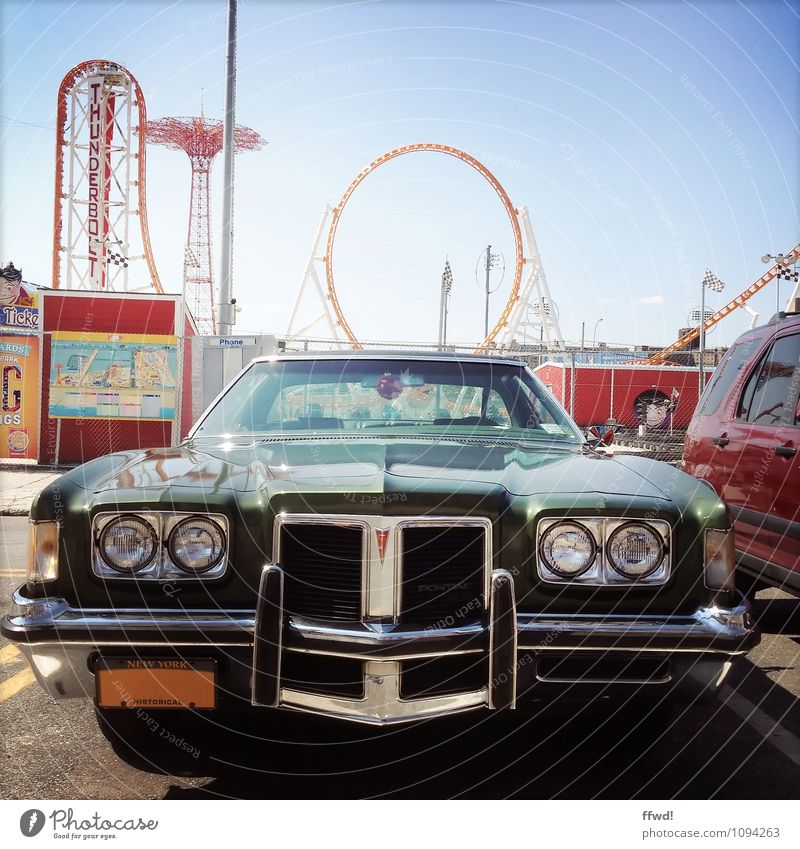 Muscle car Lifestyle Stil Design Vergnügungspark Coney Island New York City USA Nordamerika Straße Parkplatz PKW Oldtimer trendy retro selbstbewußt Coolness